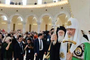 Ο Μόσχας Κύριλλος εγκωμίασε με τρόπο μοναδικό τον Αλβανίας Αναστάσιο