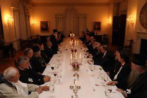 Ο Πρίγκιπας Αλέξανδρος Β' παρέθεσε δείπνο στην Ιερά Σύνοδο του Πατριαρχείου Σερβίας.