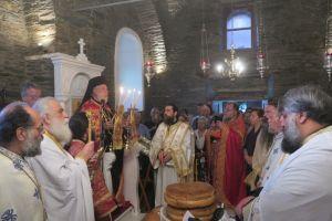 Ο πανηγυρικός Εσπερινός στην Ιερά Μονή της Αγίας Ειρήνης στην Άνδρο
