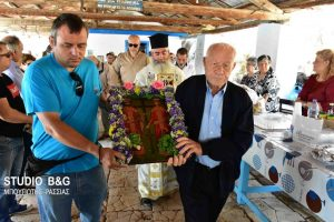 Ναύπλιο- Τους Αγίους Κωνσταντίνο και Ελένη τίμησαν στο γραφικό εκκλησάκι στην παραλία Καραθώνα