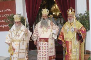 Η Σίφνος εόρτασε πανηγυρικά με Τρισαρχιερατική θεία Λειτουργία