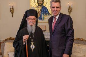 Ο Τζέφρυ Πάϊατ στον Αρχιεπίσκοπο Αμερικής Δημήτριο
