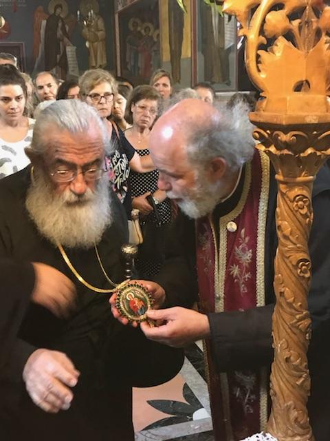Ο Αρχιεπίσκοπος Σινά προσκυνά το θαυματουργό Σταυρό των Αγίων Ισιδώρων Λυκαβηττού