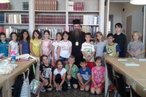 Ο Χίου Μάρκος ξενάγησε μαθητές στη βιβλιοθήκη της Μητρόπολης