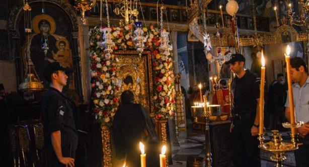 Αγρυπνία στο Πρωτάτο για τον εορτασμό της Παναγίας, προεξάρχοντος του Σεβ. Δράμας Παύλου