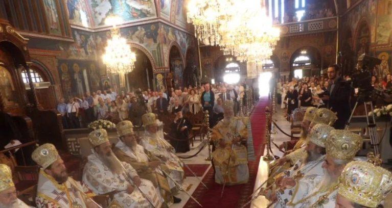 You are currently viewing Λαμπρό Συλλείτουργο στην Κόρινθο για τους Αγίους Πέτρο και Παύλο
