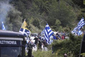 Πένθιμα χτυπούσαν οι καμπάνες στις Πρέσπες