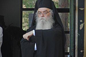 Η προσευχή και τα δάκρυα του Καστορίας Σεραφείμ, για τους πυροπαθείς της Αττικής