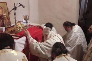 Θεία λειτουργία στο Παλαιομονάστηρο Οσίου Λεοντίου