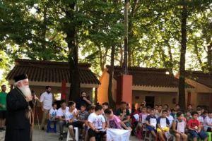 Ο Δημητριάδος Ιγνάτιος στις κατασκηνώσεις με τα παιδιά της επαρχίας του