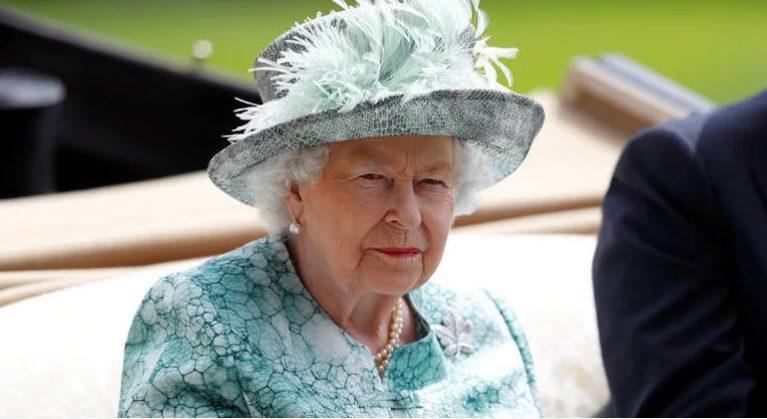 Βασίλισσα Ελισάβετ προς τους Ελληνες: Οι σκέψεις και οι προσευχές μας είναι με τους πληγέντες