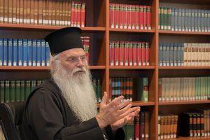 Πέρασε στην αντεπίθεση ο Μεσογαίας: «Ναί έχει λόγο στα εθνικά η Εκκλησία»