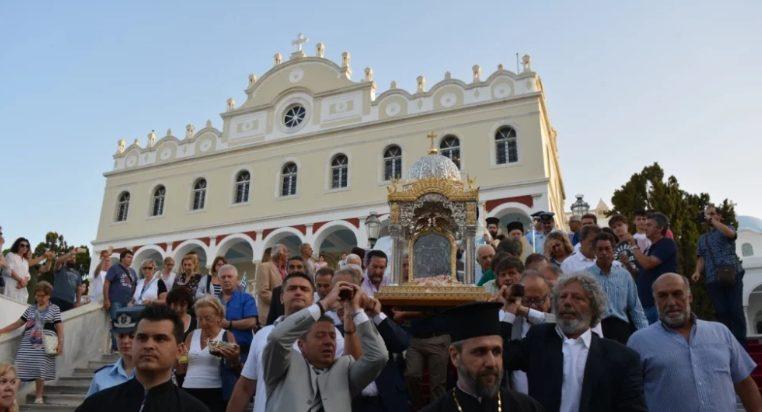 Χιλιάδες λαού στη Λιτανεία από το Ναό της Μεγαλόχαρης έως το Κεχροβούνι στην Τήνο