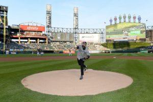 Ο Σικάγου Ναθαναήλ έριξε την πρώτη μπαλιά σε αγώνα Baseball