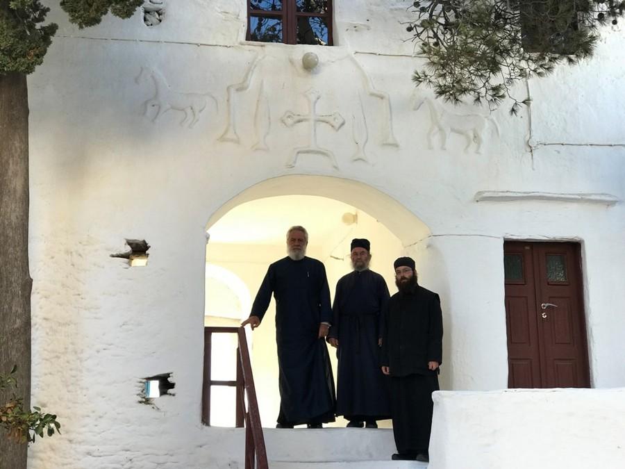 You are currently viewing Ποιμαντική Επίσκεψη του Μητροπολίτη Σύρου στην Ιερά Μονή Ταξιαρχών στη Σέριφο