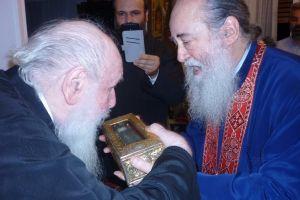 Ο Μητροπολίτης πρ. Νέας Ιωνίας προσκύνησε το Χέρι του Αγίου Διονυσίου