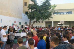 Την Ακολουθία του Αγιασμού σε Σχολεία από τον Μητροπολίτη Σύρου Δωρόθεο