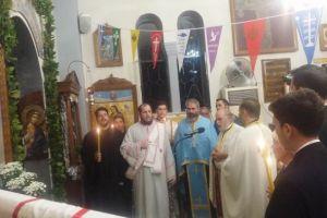 Χιλιάδες λαού στους Αγίους Ισιδώρους Λυκαβηττού για τον Τίμιο Σταυρό
