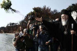 Στο Μάτι ο Οικουμενικός Πατριάρχης Βαρθολομαίος -Τέλεσε τρισάγιο για τα θύματα της πυρκαγιάς!