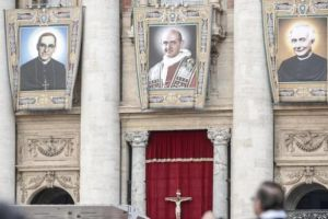 Ο Πάπας Φραγκίσκος αγιοποίησε τον Αρχιεπίσκοπο του Ελ Σαλβαδόρ Οσκαρ Ρομέρο και τον Πάπα Παύλο Στ΄