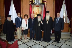 Τον Μητροπολίτη Μεσογαίας Νικόλαο παρασημοφόρησε ο Πατριάρχης Ιεροσολύμων Θεόφιλος