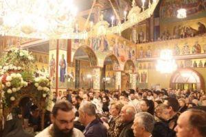 Συγκινητικές στιγμές στον Εύοσμο-Πλήθη πιστών περιμένει καρτερικά για να προσκυνήσει την Αγία Ζώνη