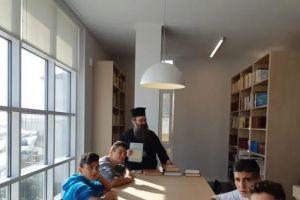 Η βιβλιοθήκη της Μητρόπολης Χίου πόλος έλξης για πολλούς επισκέπτες
