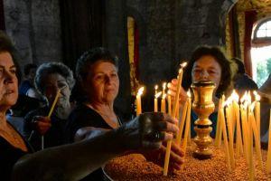 Έρευνα: Επτά στους δέκα Έλληνες βλέπουν σύγκρουση αξιών με