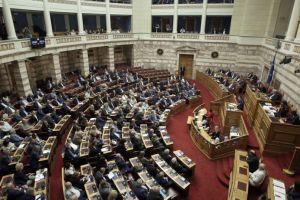 Αντιπαράθεση για Εκκλησία και Κατσίφα στη Βουλή