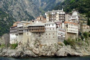 Με 1,24 εκατ. ευρώ επιχορηγούνται οι Μονές του Αγίου Όρους για το 2018