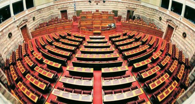 Αντιπαράθεση στη Βουλή για τις σχέσεις Εκκλησίας-Πολιτείας – Έπεσαν οι μάσκες