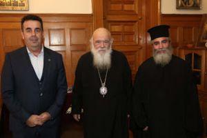 Μεγάλη τιμή για τον Παπα Λευτέρη Μίχο στο Ναύπλιο απο τον Αρχιεπίσκοπο