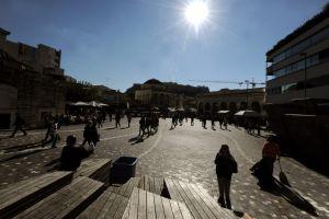 Δημογραφική αιμορραγία: Τουλάχιστον 800.000 λιγότεροι Έλληνες μέχρι το 2035