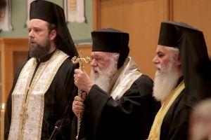 Σε πλήρη αναντιστοιχία με την Ιεραρχία ο Αρχιεπίσκοπος