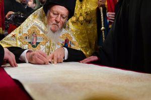 Παραδόθηκε πριν λίγο ο Τόμος Αυτοκεφαλίας της Εκκλησίας της Ουκρανίας