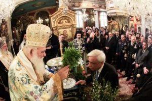 Η Σύρος «φόρεσε» τα καλά της! Αρχιεπίσκοπος και Πρόεδρος της Δημοκρατίας για τα Θεοφάνεια
