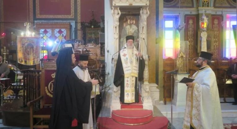 Επιμνημόσυνη δέηση από τον Μητροπολίτη Δωρόθεο στη Σύρο
