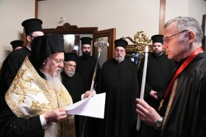 """Ο Οικουμενικός Πατριάρχης απένειμε το οφίκιο του Άρχοντος στον καθηγητή κ. Χρήστου και επεσήμανε : """"Έχουμε τη βεβαιότητα ότι πράξαμε το ορθό για την Εκκλησία της Ουκρανίας"""""""
