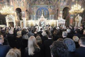 Πλήθος κόσμου στην κηδεία του Θέμου Αναστασιάδη