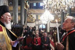 Το οφφίκιο του Άρχοντος Νοταρίου στον γνωστό ομογενή εκπαιδευτικό κ.Ιωάννη Καλαμάρη απένειμε ο Οικ. Πατριάρχης Βαρθολομαίος