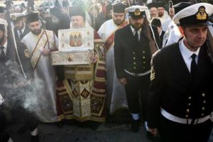 Οι Τρείς Ιεράρχες μοίρασαν την χάρη τους σε εκατοντάδες πιστών στα Χανιά.