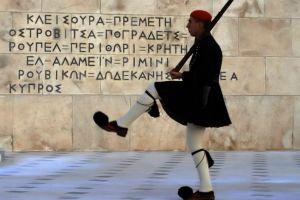 Με το «Μακεδονία ξακουστή» η αλλαγή φρουράς στον Άγνωστο Στρατιώτη