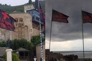 Σήκωσαν μαύρες σημαίες στο Άγιο Όρος που γράφουν: «Έξω οι Αντίχριστοι»