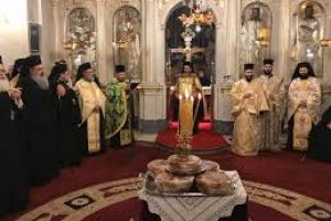 Η εορτή της Υπαπαντής – Καλαμάτα: Πλήθος λαού στον Εσπερινό – Ουρές πιστών για να προσκυνήσουν την θαυματουργή εικόνα