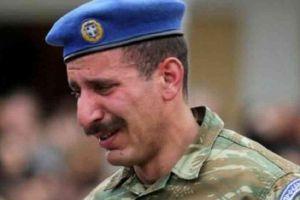 Θρήνος στην Πάτρα: Δάκρυσαν όλοι, ο απλός κόσμος και οι Εύζωνες στην κηδεία του Σπύρου Θωμά