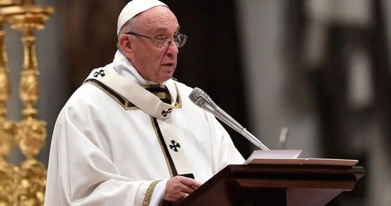 Το μήνυμα της…καρφίτσας από τον Πάπα Φραγκίσκο