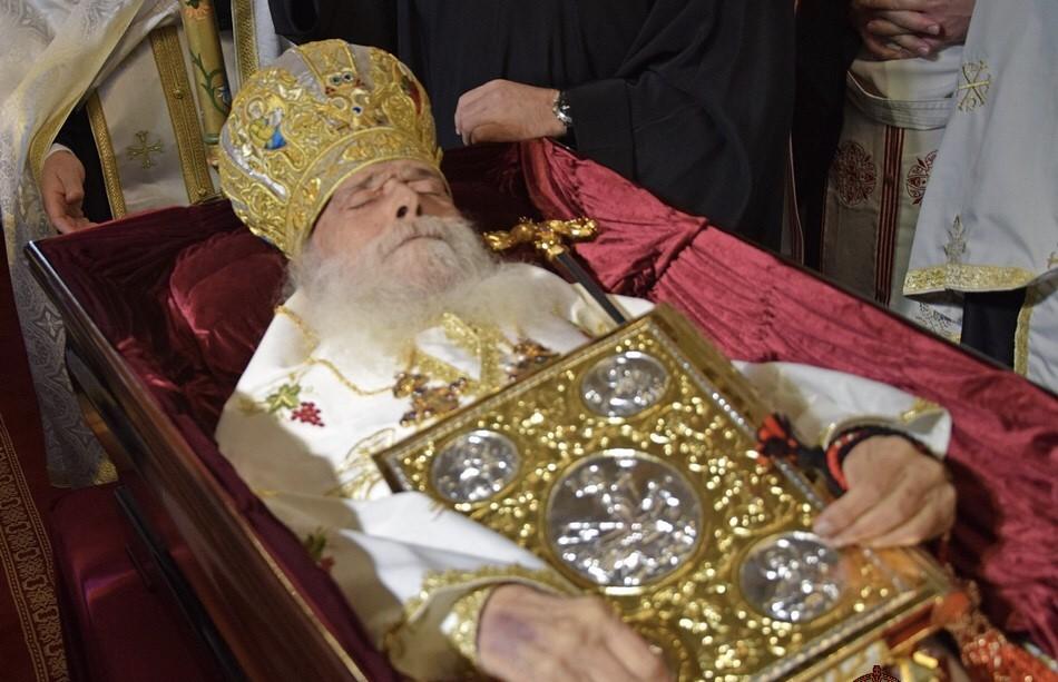 Ετέθη σε λαϊκό προσκύνημα το σκήνωμα του Μακαριστού Γλυφάδας  Παύλου στην καθέδρα του.