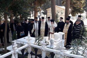 Τρισάγιο στον τάφο του Σηλυβρίας Αιμιλιανού από τον Καλαβρύτων Αμβρόσιο