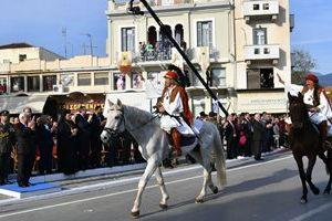 Με το «Μακεδονία Ξακουστή» έκλεισε η παρέλαση στην Καλαμάτα- Το ζήτησε ο ΠτΔ
