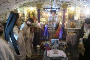 Και στην Ερμούπολη τελέσθηκε 40νθήμερο Μνημόσυνο για τον μακαριστό Γλυφάδας Παύλο